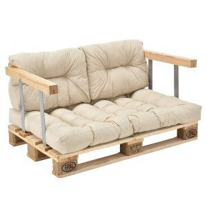 sofa de palets con posabrazos y almohadones